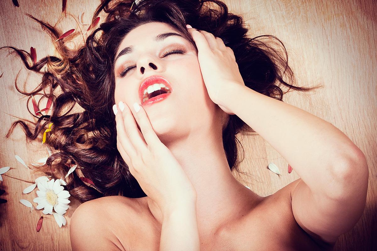 Проститутка в сауне порно фото