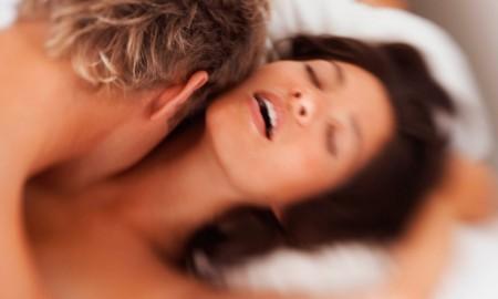 Почему женщины кричат и стонут во время секса
